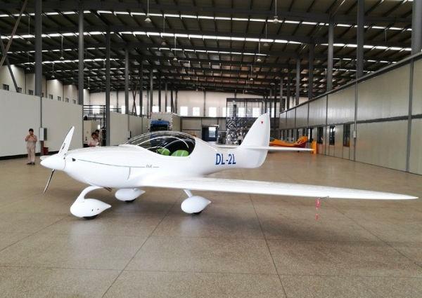据该公司工程师介绍,这架飞机还没有确定名字,目前已经过强度试验,下